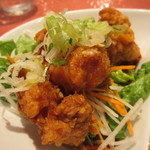 紅虎餃子房 - 油淋鶏サラダアップ