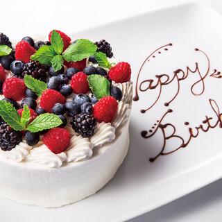 大切な記念日にはホールケーキもご用意致します。