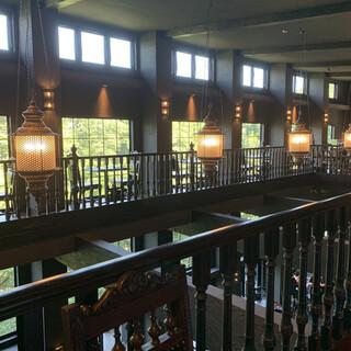 カールヴァーン ブルワリー&レストラン - 入って階段を降りると目の前に広がるエキゾチックな空間♪