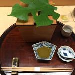 155839857 - 唐津 赤雲丹と鮑 鮑肝酢                       →七夕にちなんだ梶の葉が飾られた木箱の蓋を取ると…
