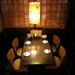 美食酒家 楽楽 - テーブル(入口隣)