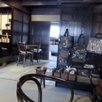 カフェギャラリー結 - 店内は ギャラリーにもなっています。