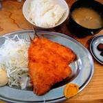 和田屋 - 料理写真:ランチのアジフライ定食800円税込。