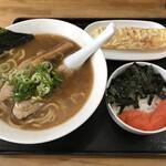 サクラ - 鯛だしラーメン+辛子明太子ご飯+ちくわ天