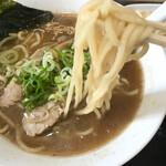 サクラ - もちもちの中太麺。