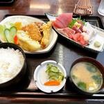 魚住 - 特別定食(刺身盛合せ+ミックスフライ)    ¥1,000-