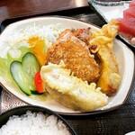 魚住 - ミックスフライ(餃子の天ぷら、かつおの天ぷら、まぐろカツ、さつま揚げ)