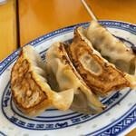 中国ラーメン 揚州商人 - 餃子(6個だけど2個食べちゃった)