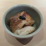 155876711 - 長崎対馬の喉黒、焼物の下に出来たての酢飯