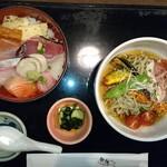 新海 - 料理写真:ぶっかけ(うどん・そば)海鮮丼セット