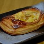 ブーランジェリーカノン - 料理写真:マロンとクルミのデニッシュ
