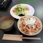 まるとみ食堂 - 料理写真:豚丼定食並盛 528円