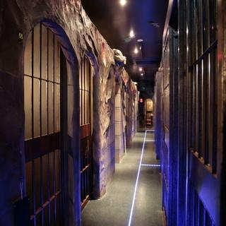 全室個室の監獄パーティー