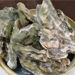 オホーツク美幌食堂 - 地元では1年物の牡蠣を豪快に蒸して食べます!