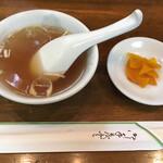 北京 - スープはまあまあ、漬物は市販品