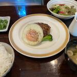 ステーキ池田 - 牛100%鉄板焼ハンバーグ(160g) 和風ソース 1800円。