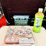 駅弁屋 頂 - ◎「新宿弁当」は中央本線沿線の美味しいもおかずを詰めた幕の内風の駅弁。