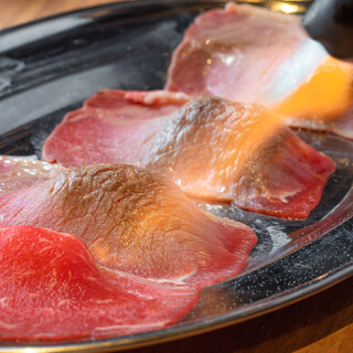 SNSで話題の極上赤身肉寿司