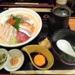 大衆酒場 ゑびす - ゑびす海鮮丼 梅 900円