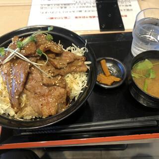 炙り焼 丼・どん - 料理写真:豚丼大盛