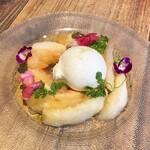 SUZU CAFE - 季節のフルーツとブッラータチーズのカプレーゼ(1,320円)