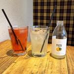 SUZU CAFE - 信州リンゴと白桃のミントティー(880円) ゆずスパークリング(715円)