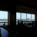 キネマ館 - 大きなガラス張り