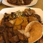 KING LION スリランカレストラン&バー - 【スリランカカレープレートダブル】カレーやおかずがテンコ盛りでボリューミー