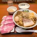 麺屋三郎 - 三郎(豚骨魚介系)780円 大盛、ご飯、もやし無料 真空チャーシュー 300円、煮たまご 100円