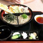 麺道楽 - 料理写真:割り箸よりも大きいえび天ざるそば!