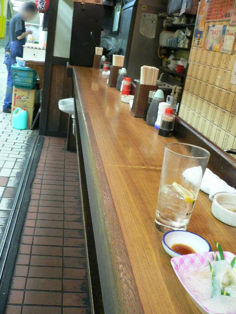 石松 - 店内カウンター