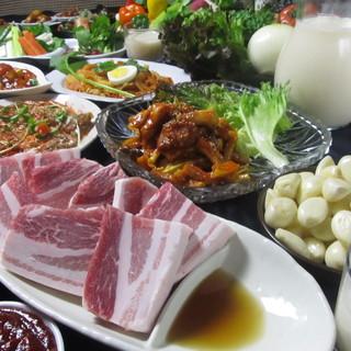 サムギョプサルと部隊(プデ)チゲが両方食べれる飲放90分付き4680円!