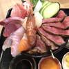 居酒屋 一 - 料理写真:牛たたきもお肉が柔らかくて美味しい 海鮮も文句なし