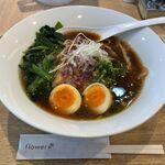自家製麺 フラワー - 料理写真:濃厚しょうゆ+味玉+ほうれん草
