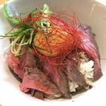 ベヂロカ - 自家製ローストビーフ丼 ¥1400 味がない(薄かった)らしい(友人談)