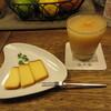 山小舎 - 料理写真:自家製スモークチーズとカクテル