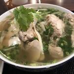 ベトナム屋台料理 ファン フォー - 濃厚鶏ガラフォー