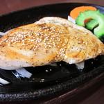 ヌーベル クアトロ - 生カジキマグロの鉄板ステーキ♪お肉が苦手な方も安心!