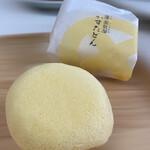 蒸気屋 - 料理写真:ふわふわの卵蒸しスポンジと中のカスタードがトロッとしていて美味しいよ♡
