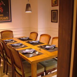 【人気に付きお早目のご予約を・・・】6名様までの完全個室もございます。
