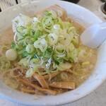 なりたけ - 料理写真:しょうゆラーメン 750円 薬味多め無料