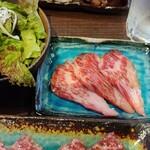 156023229 - サラダとお肉の追加の和牛カルビ