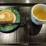 実生 - 献上加賀棒茶と菓子