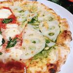 エンボカ - ピザの半分は「れんこん」