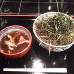 鈴木庄兵衛商店 - 蕎麦もきざみ海苔も大盛り。