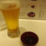 牛タン専門レストラン 陣中 冠舌屋 - 生ビール & 付き出し(牛タン ラー油)
