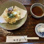 ほづみ 松琴亭 - 綺麗で大ぶりなかき揚げ