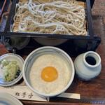 ほづみ 松琴亭 - 連れのとろろせいろ。とろろがもっちりしっかりして美味しそうでした。