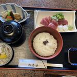 ほづみ 松琴亭 - 連れの刺身定食。お刺身は角が立ってきれい。副菜も充実していました。