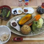 トンタン茶房 - 玄米プレートの蒸し野菜